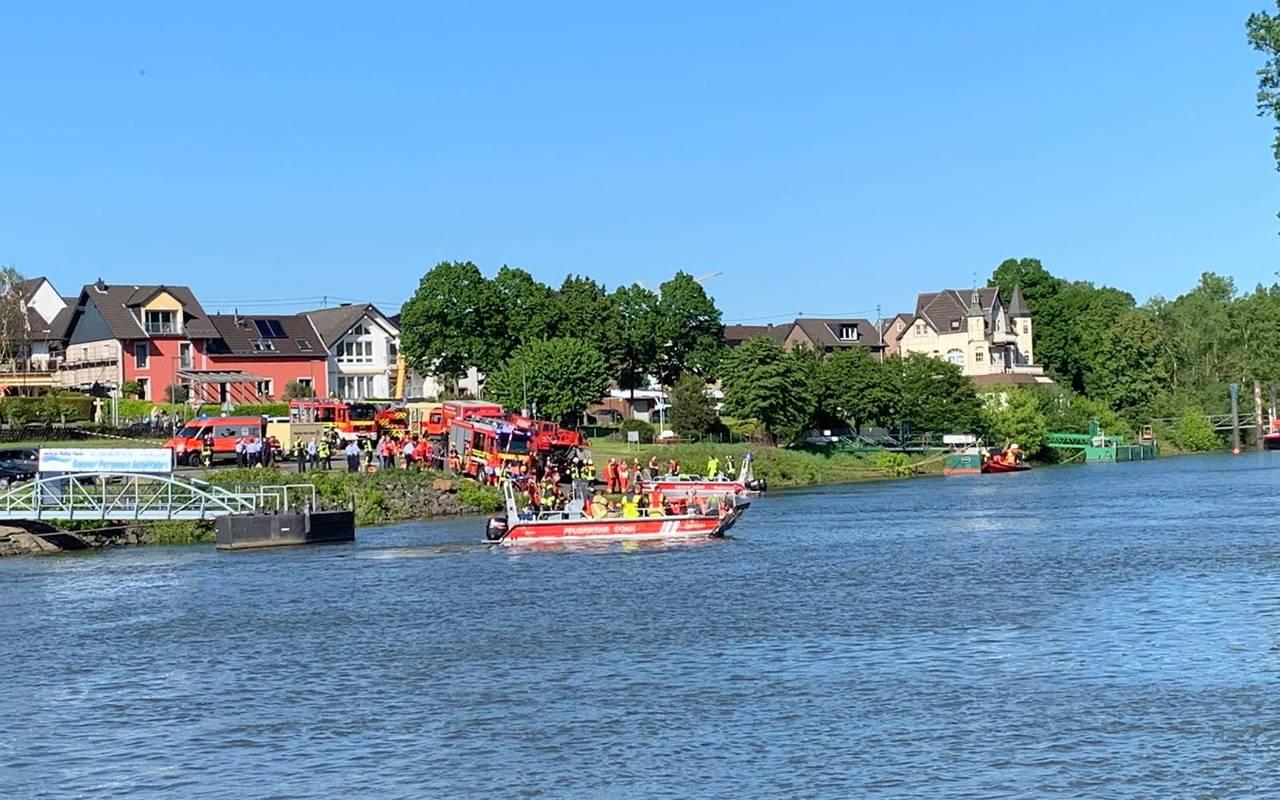 Auto Fährt Bei Mondorf In Den Rhein