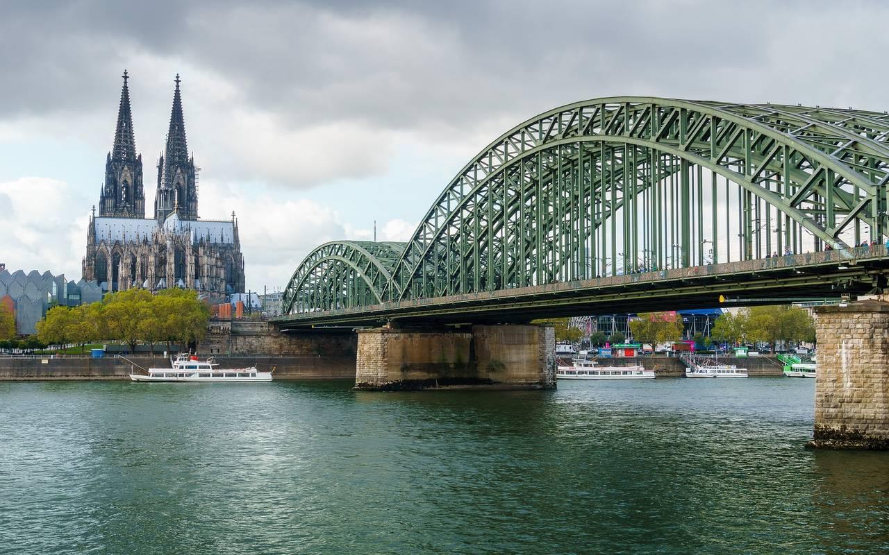 Hohenzollernbrücke Köln Gesperrt